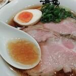 130884040 - 鶏油がキラキラした醤油スープ