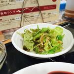 中華 はせ川 - 小鉢はサラダ