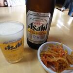長八 - ビール(アテ付き)450円