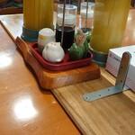 河津屋食堂 - テープルの卓上