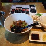 麻辣担々麺 堂島 - 汁なし担々麺 & 海南鶏飯