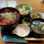 まち屋 - 料理写真:ランチの海鮮丼 1100円(税込)