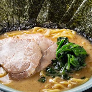 本場家系をお楽しみあれ!こだわりの自家焚きスープは絶品です