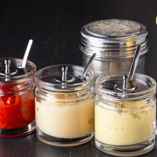 6種の調味料で味変自在♪味、麺、脂もお好みに合わせて注文可