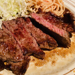 EJ牧場 - 薄切りステーキも 美味しいのよね〜 にんにく効いててソースが旨い