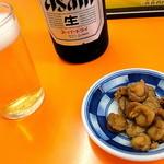 ささき - ビール(550円)の通しはホタテ稚貝の醤油漬け