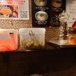 らーめん 極 - 紅生姜、高菜、胡椒、唐辛子、すり胡麻