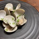 肉と魚の寿司 yokaichi - ハマグリの酒蒸し