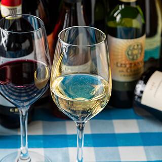 ソムリエ常駐◎多彩なワインをカジュアルに楽しむ