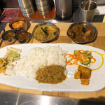 ゼロワンカレーA.o.D - 料理写真:「チキンマサラA.o.D」+「フィッシュカレー」