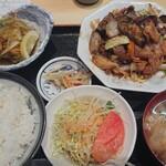 刺身屋新太郎 - 牛肉とキャベツの茄子味噌ピリ辛炒め&アジの南蛮漬け定食 800円