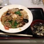 霞舫飯店 - 五目焼きそば(880円)