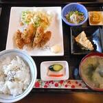 山田家 - 料理写真:日替定食(カキフライ)