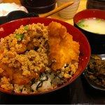13097191 - 鳥天丼(700円)+鳥そぼろ(150円)
