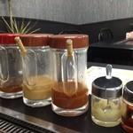 こうちゃん - 左から柚子、醤油ダレ、味噌ダレ、辛いダレ、ニンニク、コチュジャン