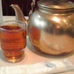 Aioimochihonten - 冷たいお茶は小さなやかんで