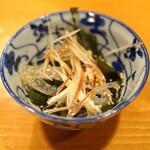 浅草じゅうろく - クラゲと若布と茗荷のポン酢和え