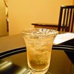 13099156 - 食前酒。きっちり冷えていて、おいしい梅酒。だけど、そろそろこのシステム、考えない?