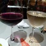 炭火焼き&ワイン 情熱屋 - ギリギリハッピーアワー間に合った~ 赤白ワインともに290円也!!!