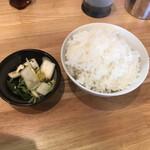冨ちゃんラーメン - ご飯と漬物!