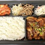 130991862 - MIXホルモン弁当(ホルモン100g、ご飯250g、白菜キムチ、ナムル付き)1600円