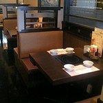 鍋ぞう - 2人掛けテーブルのボックス席。