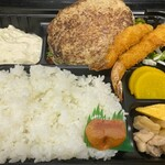 美食酒空間ごちそう家 - ハンバーグと海老フライ弁当 720円