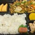 美食酒空間ごちそう家 - 肉野菜炒め弁当 680円