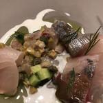 ahill - ランチB5500円。縞鰺とハーブ。お刺身状のタネの下には、ハーブ、野菜とたたき風にしたものが、敷かれています。全体的に味付けも良かったです(╹◡╹)(╹◡╹)
