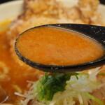 辛口肉ソバ ひるドラ - ①辛口肉ソバ味噌(スープ)