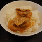 辛口肉ソバ ひるドラ - ①薄切豚バラ オンザ ライス
