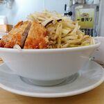 Misoramennomiseshinarimaru - 野菜盛りらーめん(大盛)+豚唐揚げ1,060円