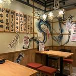 うな串 焼鳥 う福 - 入口の印象と違い?明るい二階席