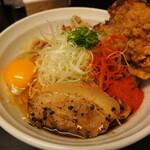 辛口肉ソバ ひるドラ - ③辛口肉まぜソバ味噌&生卵&カラアゲ