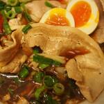 辛口肉ソバ ひるドラ - ⑤冷やし辛口冷しゃぶ肉そば(豚バラ肉の冷しゃぶ)