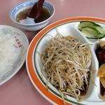 竜飯店 - 料理写真:日替り定食 ¥630 (肉団子の甘酢、もやし炒め)