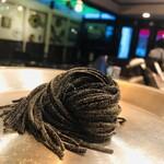 ラ・ピッコラ・ターヴォラ - 自家製タリオリーニ。黒いのはイカ墨を練り込んでいるから。風味が良いパスタ