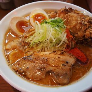辛口炙り肉ソバ ひるドラ - 料理写真:辛口炙り肉ソバ味噌(味玉&カラアゲ)