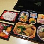 旬彩和創 清水亭 - 刺身付きの2500円~3000円の持ち帰り会席料理です。