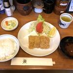 131048043 - 「特ヒレかつ」2200円に「セット(ご飯、赤出汁、お漬物)」450円