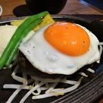 131062385 - 黒気和牛100%こだわり卵の目玉焼きハンバーグ