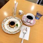 ochanomizuogawaken - カスタードプディング(500円 +税)             コーヒー(500円 +税)             スプーンが大きいね(笑)