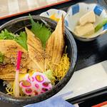 さしみ屋 - 焼き穴子丼には山椒をかけて♥ ¥1200-