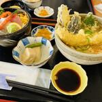 さしみ屋 - こちら さしみ屋丼セット¥1300- ミニ海鮮丼と穴子天うどんのセットで人気メニュー