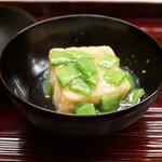 片折 - 揚げ出し豆腐と絹さやの炊き合わせ