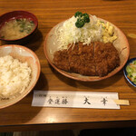 とんかつ 大幸 - 料理写真:ロースカツ定食1050円