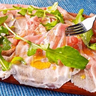 魚介以外も!切りたて生ハムやお肉料理など充実のラインナップ◎