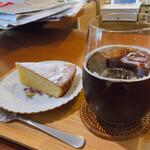 あいおい食堂 - ♦︎昌江おばぁちゃんの気まぐれケーキと珈琲 ¥700 (アーモンドのパン・ドゥ・ジェーヌ)