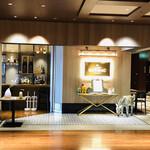 メゾン・バルサック - 新丸ビル5階 ファサード