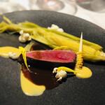 メゾン・バルサック - マグレ鴨の藁焼き スイートコーンのピュレ ドライフルーツのソース